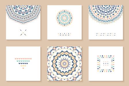 Set von sechs Karten mit ethnischen Design. Stilvolle Stammes geometrische Hintergründe. Vorlagen für Einladungen, Postkarten mit aztekische Verzierungen. Vektor-Illustration.
