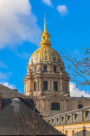 View of the dome of Saint Louis des Invalides Cathedral in the National Residence of the Invalids (Hotel national des Invalides). Paris. France 新聞圖片