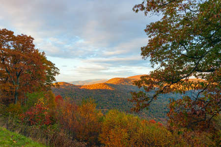 View of the colorful Blue Ridge Mountains from Skyline Drive in autumn. Shenandoah National Park. Virginia. USA 版權商用圖片