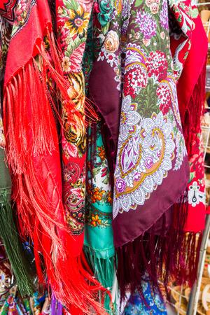 sciarpe: fabbrica russa dipinta sciarpe multicolori