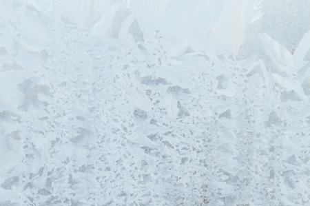 Motivi gelidi su una ghiacciaia congelata al mattino presto