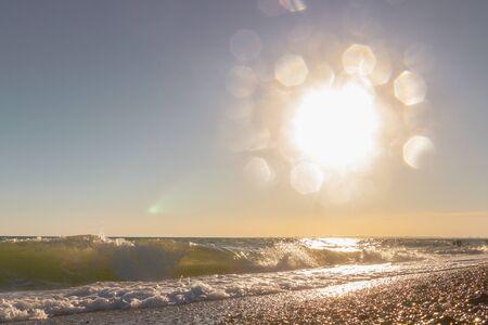 Vue sur la mer noire au coucher du soleil en été Banque d'images