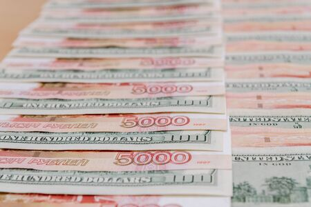 A large number of American hundred dollar bills and Russian five thousand dollar bills Banque d'images