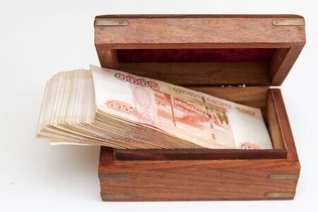 Russian banknotes of five thousand rubles in large quantities in a wooden box Banque d'images