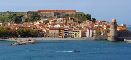 roussillon: Panorama over the beautiful village of Collioure along the Mediterranean coast, Roussillon,Vermilion coast, Mediterranean, France Stock Photo