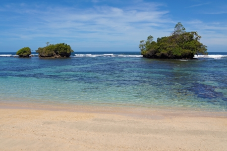 islets: Sandy beach with islets in the clear waters of Caribbean sea, Bastimentos island, Bocas del Toro, Panama