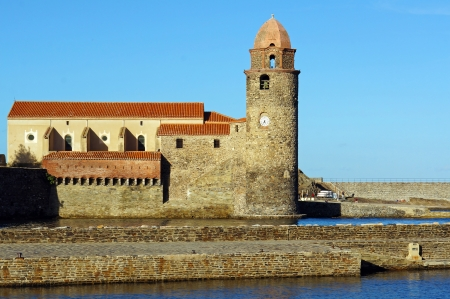 vermilion coast: Waterfront church in the Mediterranean village of Collioure, Vermilion coast, Roussillon, Pyrenees-Orientales France Stock Photo