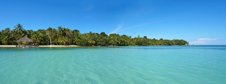 palapa: Tropical island panoramic with calm sea and blue sky, Caribbean
