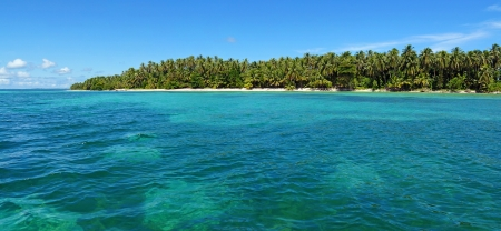 unspoiled: Panoramic view of an unspoiled tropical island with lush vegetation, Caribbean sea, Panama Stock Photo