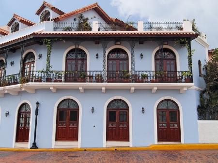 casa colonial: Hermosa casa colonial espa�ola con el hierro y las plantas, Casco Viejo, Ciudad de Panam�, Panam� forjado Foto de archivo