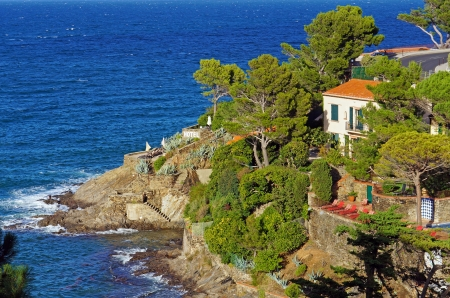 vermilion: Hotel by the sea in the Mediterranean village of Collioure  Vermilion Coast, Roussillon, France Stock Photo