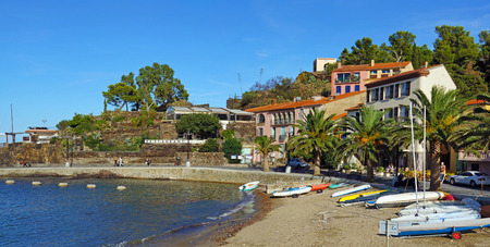 vermilion coast: Beach with boats and hotel restaurant in Collioure village, Roussillon, Pyrenees Orientales, Vermilion coast, France