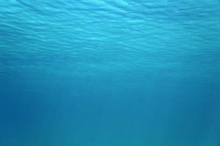 Ondulations de la surface sous-marine dans la mer des Caraïbes, scène naturelle Banque d'images