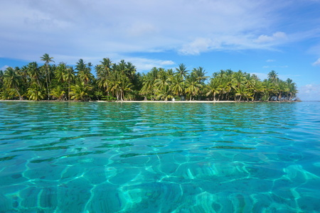 motu: Turquoise water with tropical islet, Huahine island, Pacific ocean, French Polynesia Stock Photo