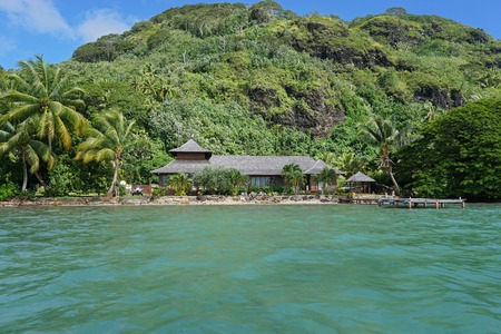 waterfront property: Waterfront property with tropical home and green vegetation, Huahine island, Pacific ocean, Society islands, French Polynesia Stock Photo