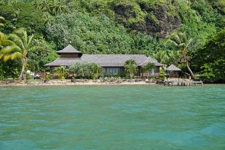 oceanfront: Oceanfront home on the shore of Huahine island, Pacific ocean, Society islands, French Polynesia