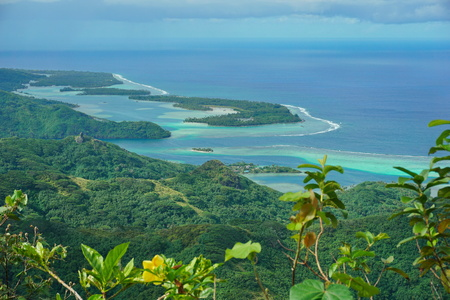 motu: Huahine island coastal landscape, forest with the lagoon and islets seen from the mount Pohue Rahi, south Pacific ocean, Leeward islands, French Polynesia Stock Photo