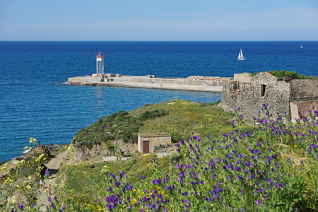 vermilion coast: Jetty with a lighthouse, Port-Vendres, Vermilion coast, Mediterranean sea, Roussillon, Pyrenees-Orientales, south of France