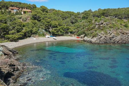 스페인 코스타 Brava 지중해, Cala Guillola, Cadaques, 모자 드 Creus, 카탈로니아의 평화로운 조약돌 해변