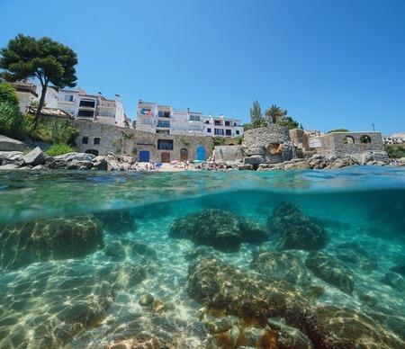 Spain Calella de Palafrugell coastline, small beach and rocks underwater, Costa Brava, Mediterranean sea, Catalonia, split view half over and under water Banque d'images - 117727823