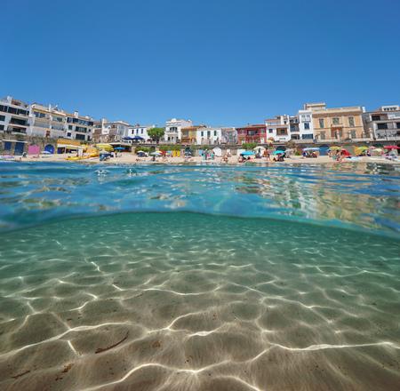 Spain beach in Calella de Palafrugell village with sand underwater, Costa Brava, Mediterranean sea, Catalonia, split view half over and under water Banque d'images - 117727829