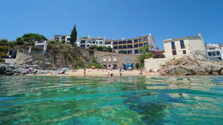 Spain Calella de Palafrugell beach in summer, Mediterranean sea, seen from water surface, La Platgeta, Catalonia, Costa Brava Banque d'images - 117727833