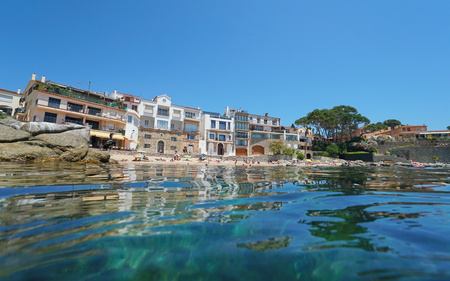 Spain Calella de Palafrugell seaside village in summer, Mediterranean sea, Catalonia, Costa Brava, seen from water surface Banque d'images - 117727868