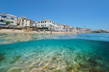 Spain beach shore in Calella de Palafrugell village, split view half over and under water, Costa Brava, Mediterranean sea, Catalonia Banque d'images - 117728020
