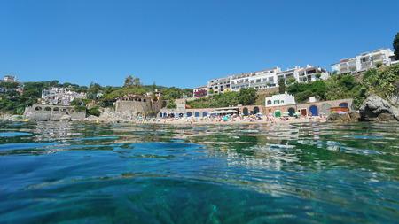 Spain Calella de Palafrugell coastline in summer, Mediterranean sea, seen from water surface, El Port Pelegri beach, Catalonia, Costa Brava Banque d'images - 117728027