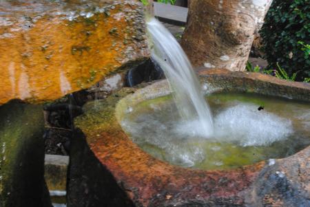dialectic: fountain in Stone sink, the cool fresh.