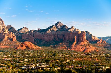 sedona: Panoramic view of Sedona surrounded by the red stone mountains