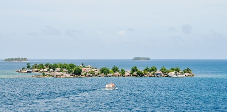 Tender from cruise ship is approaching the San Blas island Stock Photo