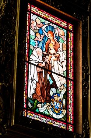 Ventana pintada en la iglesia