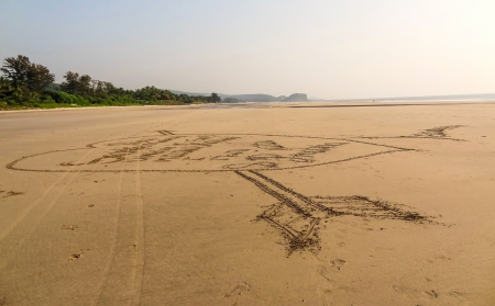 Drawing of heart with arrow on the sand of Indian beach