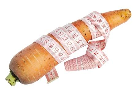 La zanahoria y el sastre centímetros macro-concepto real de la zanahoria dieta. Aislado con el parche Foto de archivo - 10965529