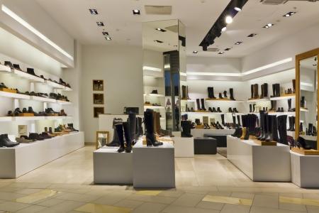 shoe store: Shoe standart taller de producción en masa - iluminación de la tarde, no es compradores actuales