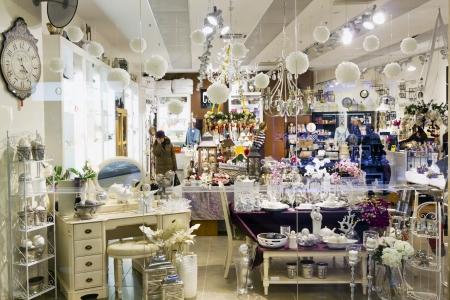 luxury goods: regalos y tienda de art�culos de lujo en el supermercado