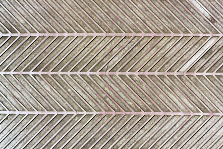 textuur: De oude rode gebarsten outdoor rubber tapijt textuur.