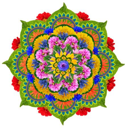花曼荼羅 - 神聖なロータス-鮮やかな夏の花と植物からできています。孤立した手作り抽象的なコラージュ 写真素材