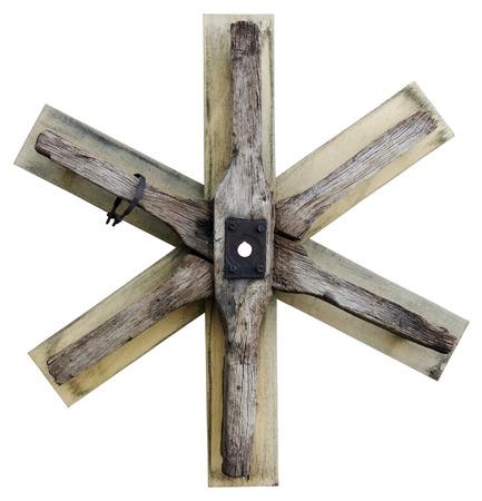 estrella de david: El símbolo abstracto La estrella de David se hace de las tablas usadas de madera y de la rueda del carro. Aislado con parche