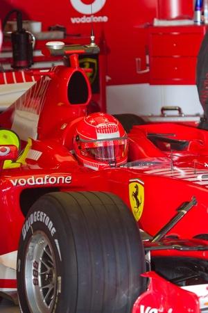 michele: JEREZ DE LA FRONTERA, Spagna - 11 OCT: Michael Schumacher della Scuderia Ferrari F1 in attesa su pozzi sulla sessione di allenamento, 11 ottobre 2006 a Jerez de la Frontera, Spagna Editoriali