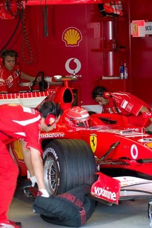 pits: JEREZ DE LA FRONTERA, SPAIN - OCT 11: Michael Schumacher of Scuderia Ferrari F1 waiting on pits on training session on October 11, 2006 in Jerez de la Frontera , Spain