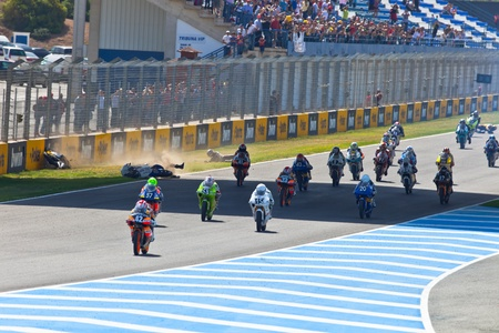 moto gp: JEREZ DE LA FRONTERA, SPAIN - APR 17: Motorbike competitors begin the uneven 125cc race in the CEV Championship on April 17, 2011 in Jerez de la Frontera, Spain.