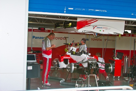 pits: JEREZ DE LA FRONTERA, SPAIN - OCT 10: Engineers of Team Toyota F1 working in the car on pits on training session on October 10, 2006 in Jerez de la Frontera , Spain