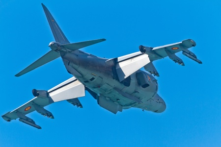 pilotos aviadores: CADIZ, ESPAÑA-11 de septiembre: Los aviones AV-8B Harrier Plus de participar en una exposición en el Salón Aeronáutico de cuarto de Cádiz el 11 de Sep de 2011, en Cádiz, España