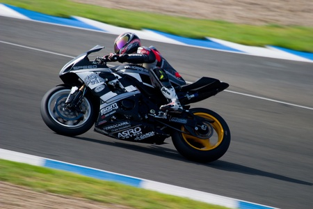 cev: JEREZ DE LA FRONTERA, SPAIN - SEP 03: Pilot of motorcycling of Formula Extreme in the Spanish championship of velocity (CEV) on Sep 03, 2005, in racetrack of velocity of Jerez de la Frontera Editorial