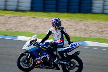 cev: JEREZ DE LA FRONTERA, SPAIN - SEP 03: Pilot of motorcycling of Supersport in the Spanish championship of velocity (CEV) on Sep 03, 2005, in racetrack of velocity of Jerez de la Frontera Editorial