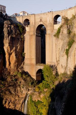 ronda: Bridge that divides the city of Ronda