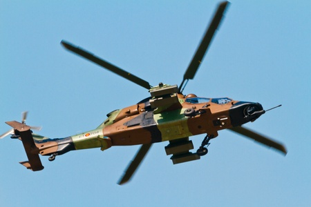 tigre: MALAGA, SPAIN-MAY 28: Helicopter Eurocopter EC-665 Tiger of the FAMET taking part in an exhibition on the day of the spanish army forces on May 28, 2011, in Malaga, Spain
