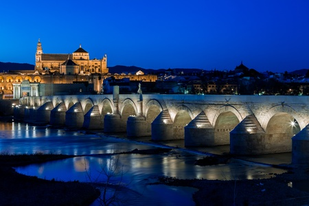 Cityscape of Cordoba at sunset with roman bridge and Mezquita, Andalusia, Spain Foto de archivo